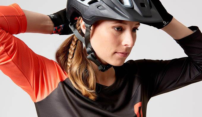 Za varno vožnjo je nujna tudi uporaba čelade